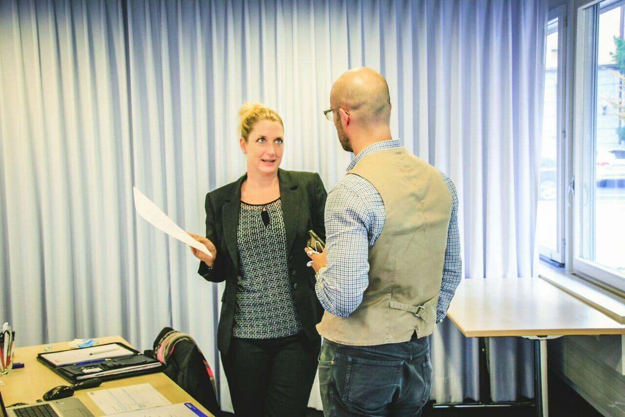 Lea Derendinger von finesolutions im Zoll Seminar zu Exportkontrolle.
