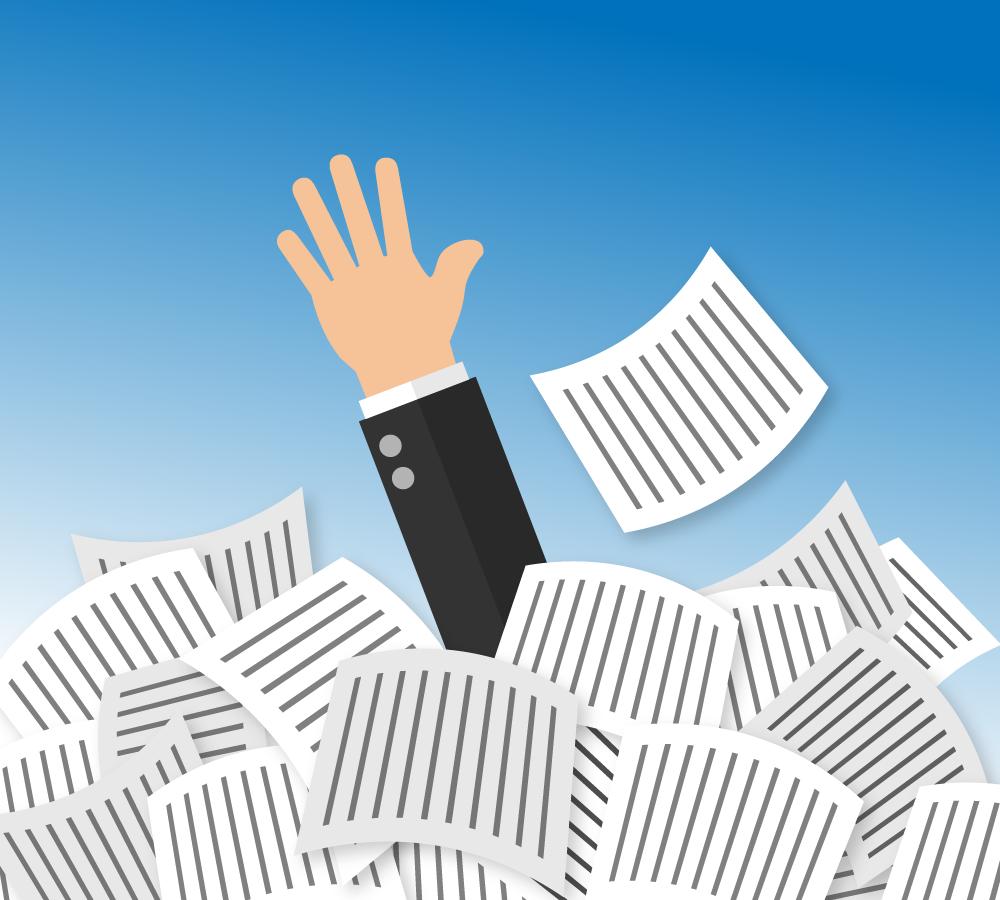 Dokumentenhaufen, aus dem eine Hand herausgestreckt wird